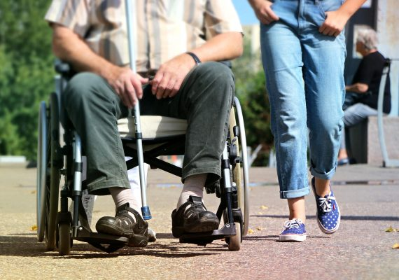 Aiuto e trasporto per ammalati e persone con ridotta capacità motoria
